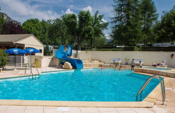 Camping le jardin des c vennes meyrueis for Camping le jardin