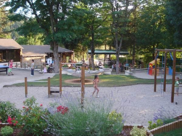 Camping le jardin des c vennes meyrueis for Camping le jardin de tivoli
