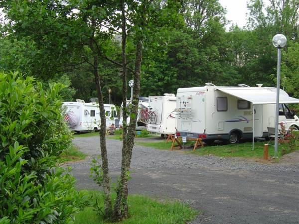 Camping Bois De Gravière - Camping Bois de Gravi u00e8re Besse et St Anastaise Auvergne Réservation Hotellerie de plein air