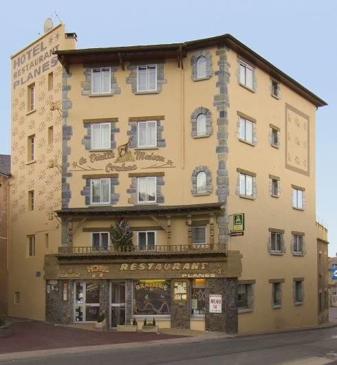 La Vieille Maison Cerdane   6, PL de Cerdagne, 66800 Saillagouse   +33 4 68 04 72 08