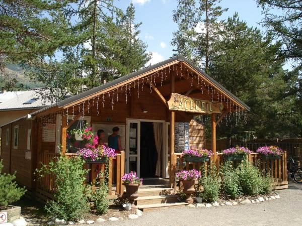 Camping-Caravaneige l'Iscle de Prelles ST MARTIN DE QUEYRIERE