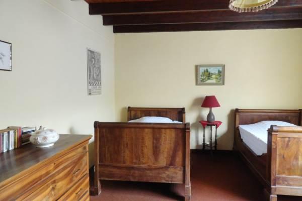Chambre  avec 2 lits à rouleau 120x190 et 1 lit superposé