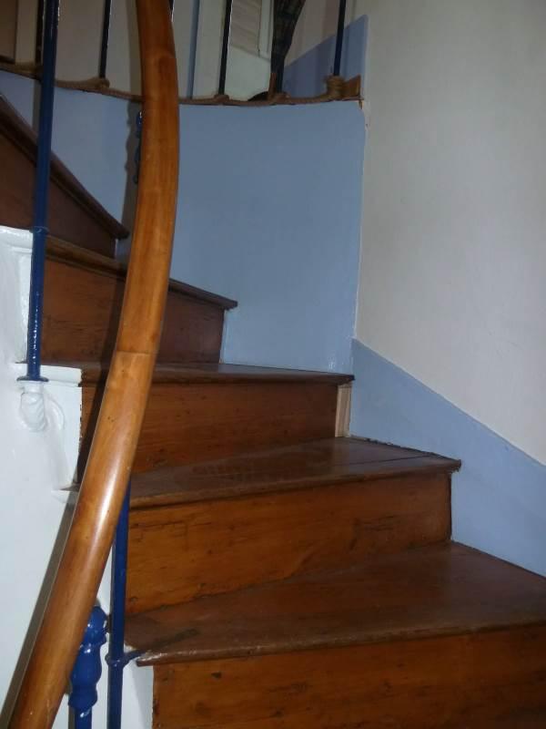 La Goélette : escalier intérieur pour accéder aux chambres