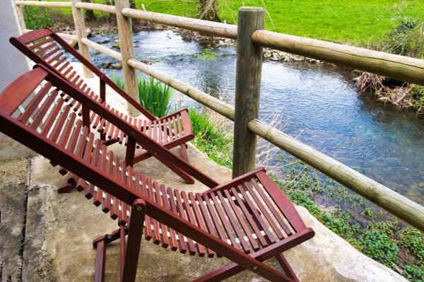 Profitez de la proximité de la rivière et de la vue sur le pré.