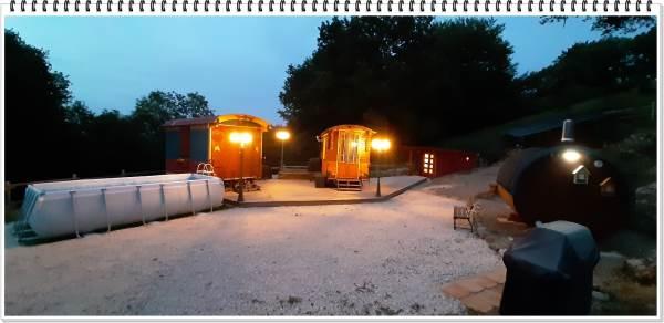le gite roulottes de l' alchimiste pour 1 ou 2 personnes avec sauna et piscine
