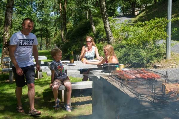 Village Vacances Camboussel - Espace barbecue aménagé
