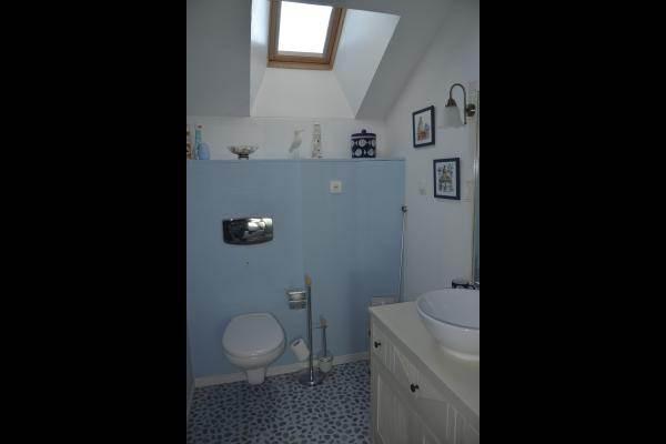 à l'étage salle d'eau et wc