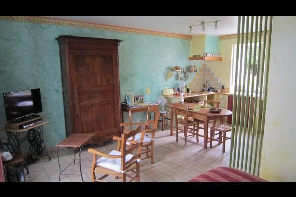 Studio Tournesol au Clos de la Garenne : vue depuis la chambre