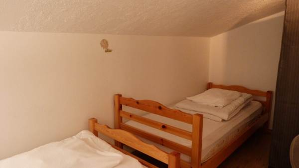 chambrette avec 2 lits simples