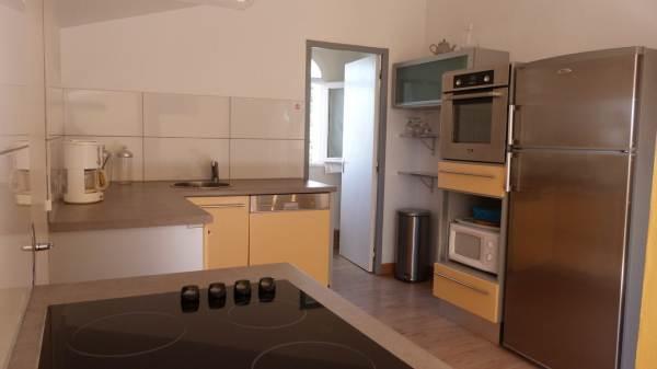 cuisine et accès 1ere salle d'eau