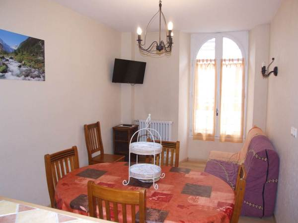 meuble monnier cool chambre avec chemine with meuble. Black Bedroom Furniture Sets. Home Design Ideas