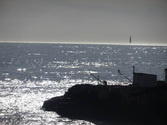 Au loin, le phare de Cordouan