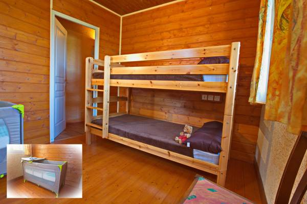 Chambre 2 lits superposés eyt lit bébé
