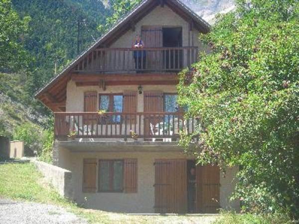 Chalet dans les Hautes-Alpes à 25km de Gap et proche station de ski de Champsaur