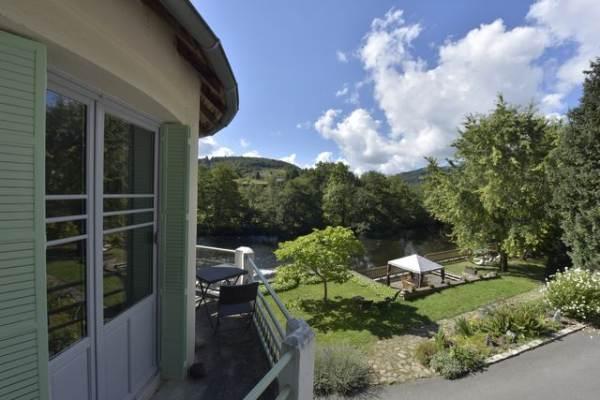 Maison du moulin avec vue sur la rivière Sioule et sa vallée