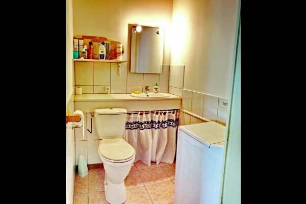 WC, cabinet de toilettes et lave-linge