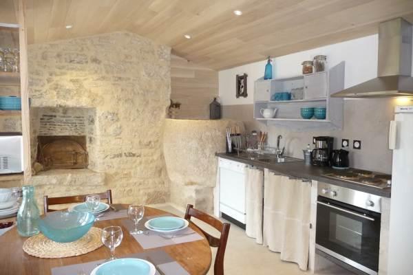 La Ponne, espace repas et cuisine parfaitement équipée