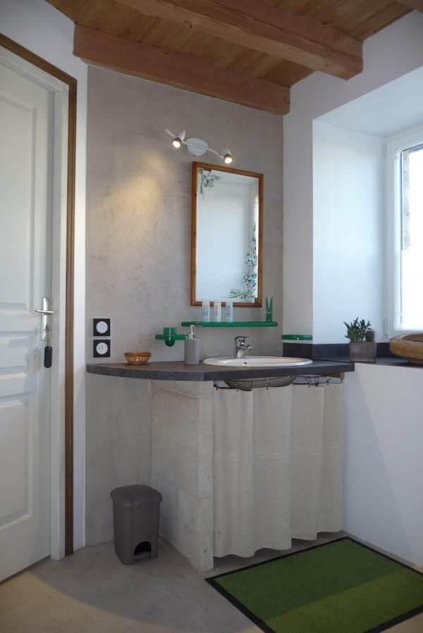 La Ponne, salle de bain au rez de chaussée