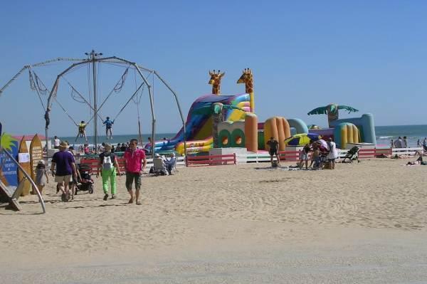 plage de saint jean de monts en été