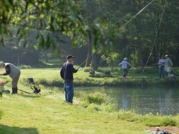 Des pêcheurs à la Grenouillère Frise