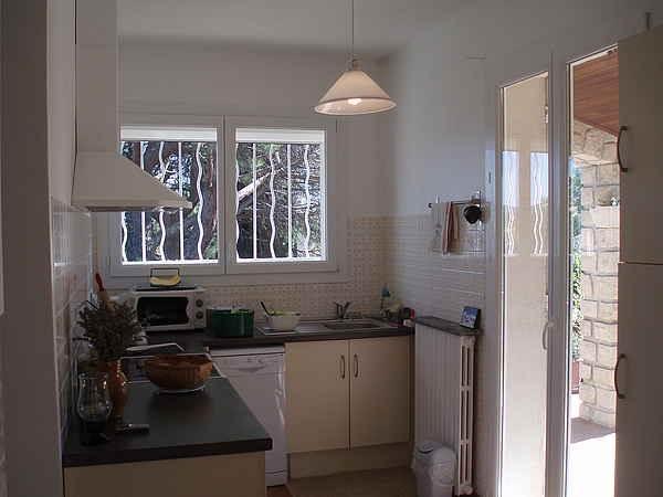 cuisine avec accès direct à la terrasse