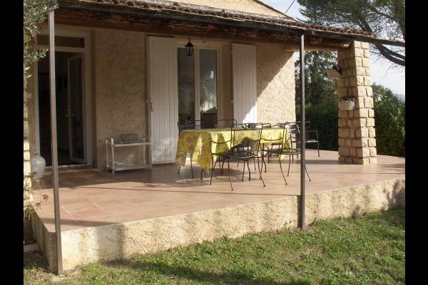 terrasse avec accès direct à la cuisine