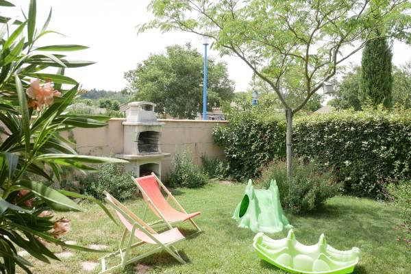 Jardin privatif clos avec barbecue ,transats,jeux enfants