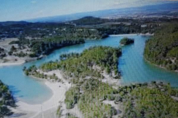 lac de la cavayère 15min en voiture et des divers activités