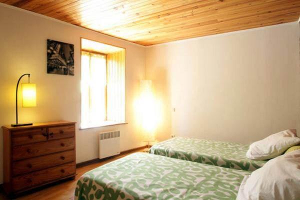 2ème chambre avec 2 lits en 90 pour les enfants ou 2ème couple.