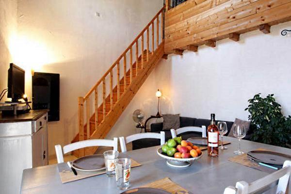 Grand salon salle à manger grande hauteur sous plafond