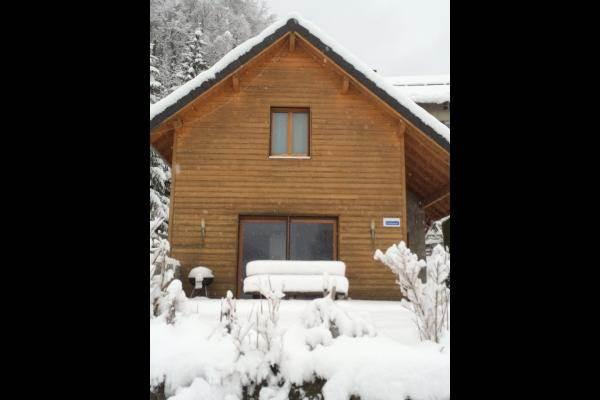 Chalet écologique et familial de vacances en harmonie avec la nature en Chartreuse (Isère) - Chalet Glycine sous la neige