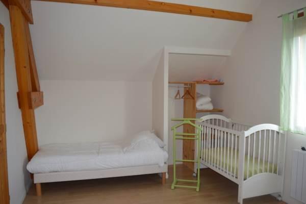 Grande chambre à l'étage 1 lit Simple, 1 lit bébé et un lit double