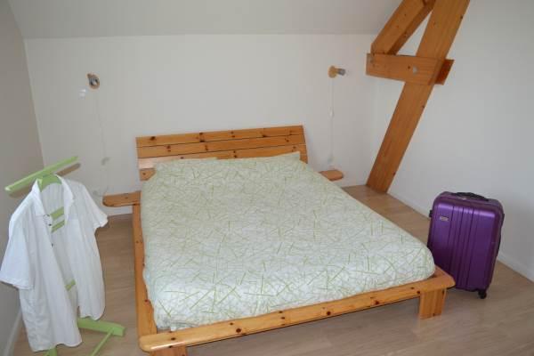 Chambre Un lit double 160 X 200, un lit simple et un lit bébé