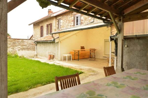 Deux terrasses couvertes et spacieuses, idéal pour vos repas en famille