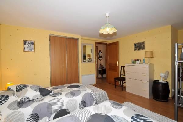 Chambre étage avec grand placard