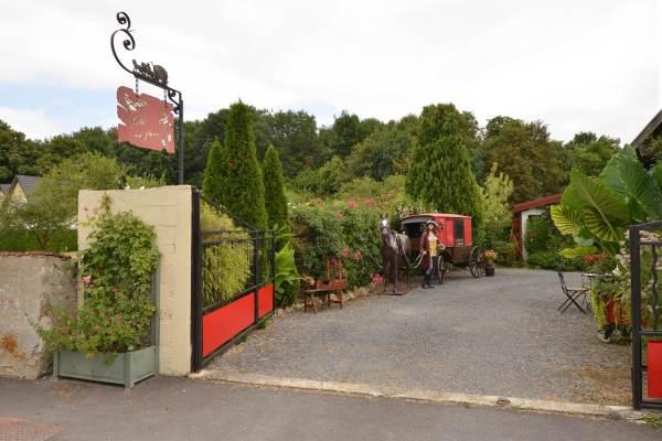 Le Gîte Fleuri : entrée principale de la propriété