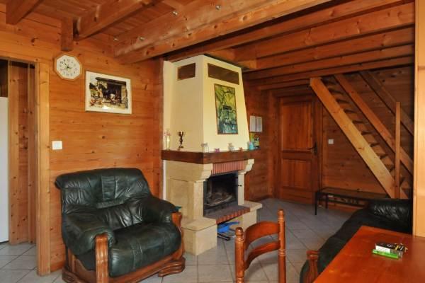 Entrée, salon et accès étage