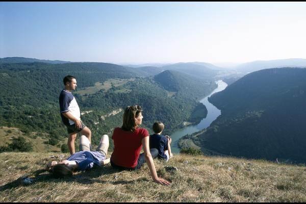 Randonnée en Vallée de l'Ain (Crédit photo : G.Brevet Aintourisme)