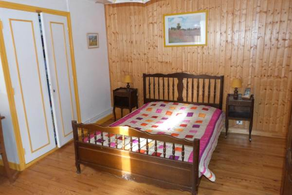 Chambre bouton d'or et son lit en 140