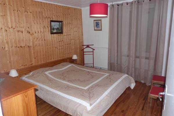 chambre edelweiss et son lit en 160