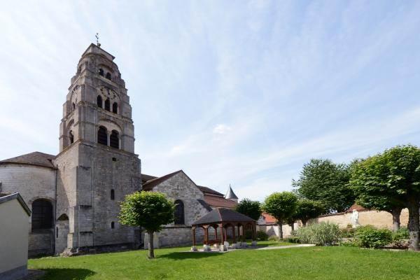 A quelques pas du gîte, église remarquable à visiter