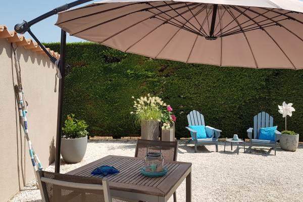 le jardin privé du studio avec barbecue