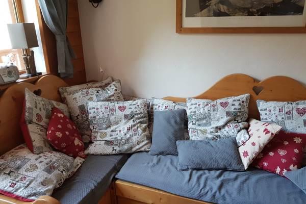 Living avec canapé lit transformable en lit double