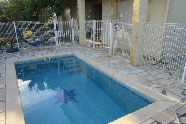 t. avec piscine (2.5 * 4.00) terrasse et jardin dans lotissement