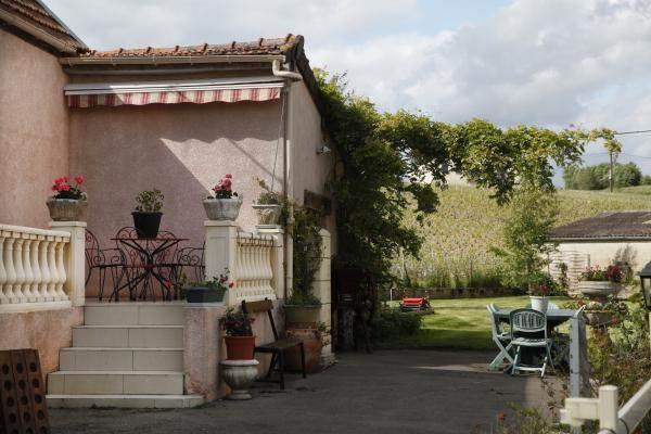 Terrasse et jardin avec cour