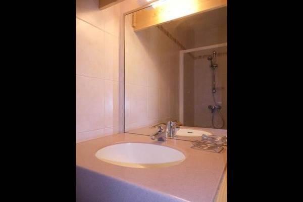 salle d'eau (douche, lavabo)