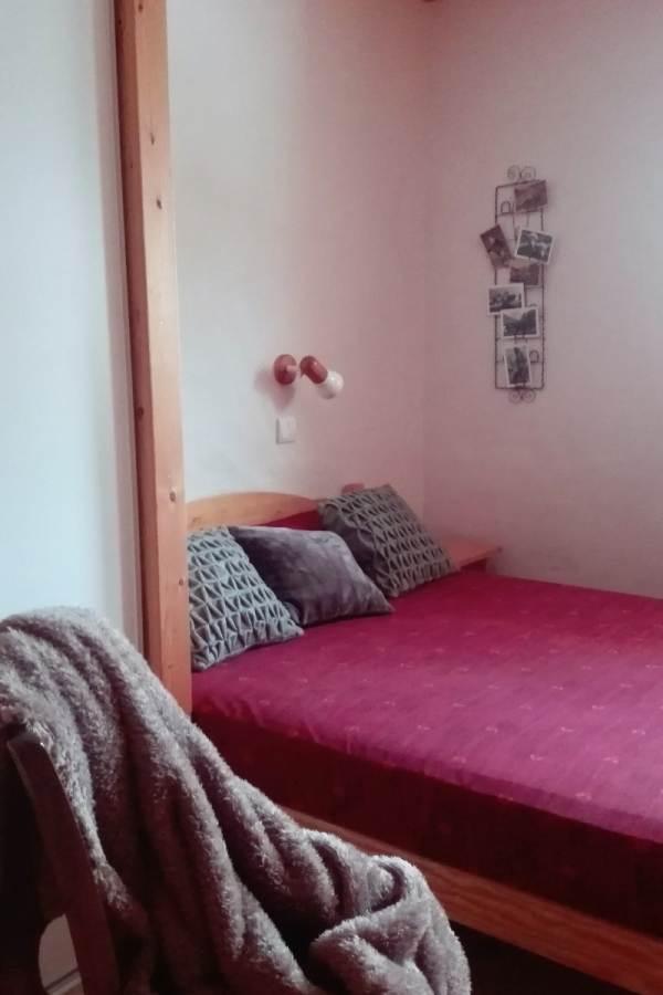 Chambre n°1 : 1 lit en 140 cm : 2 couchages