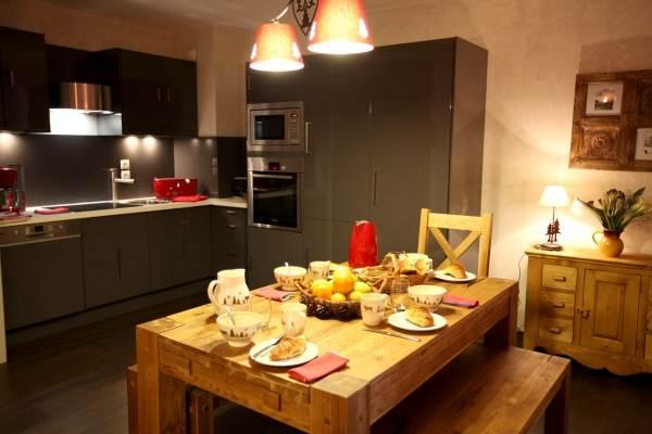 chalet Adrien à Valloire cuisine et coin repas