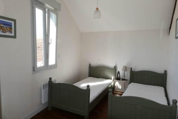 la chambre avec 2 lits 90x200