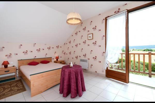 Grande chambre lumineuse avec accès bacon vue vignoble
